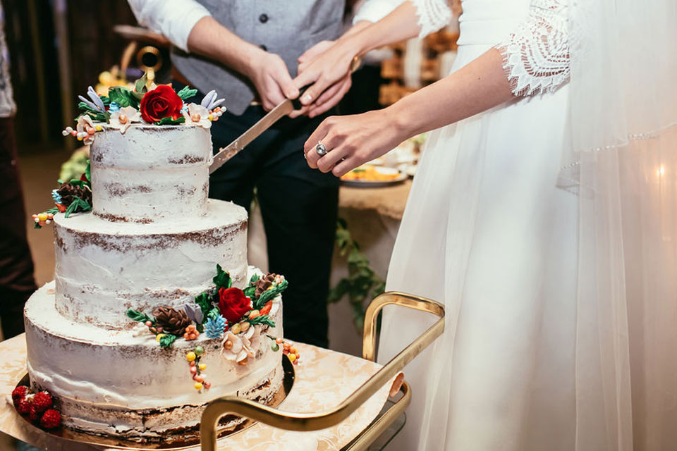 wedding cakes and bakers for weddings in and around france