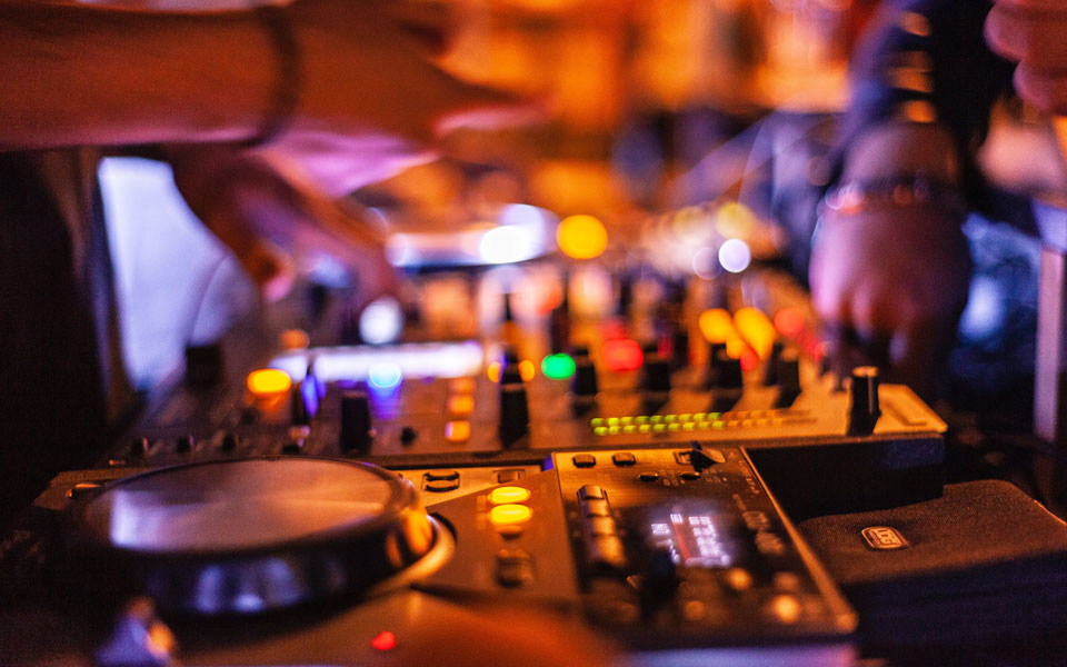 Wedding DJs for weddings in and around France